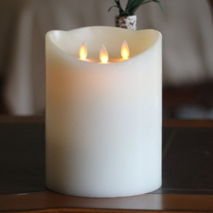 Real Wax 3 Wick Flickering Candle With Timer 16cm x 23cm