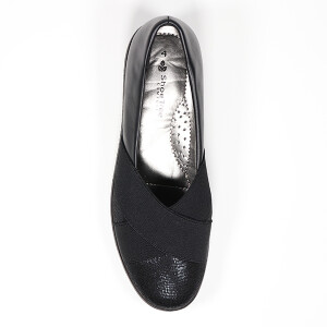 Crossover Front Detail Comfort Shoe Black